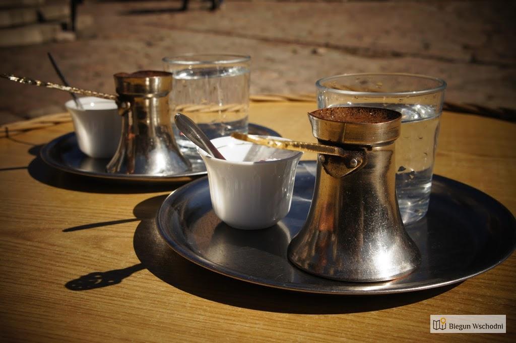 Bosanska kahva w Sarajewie podana z rahat-lokum