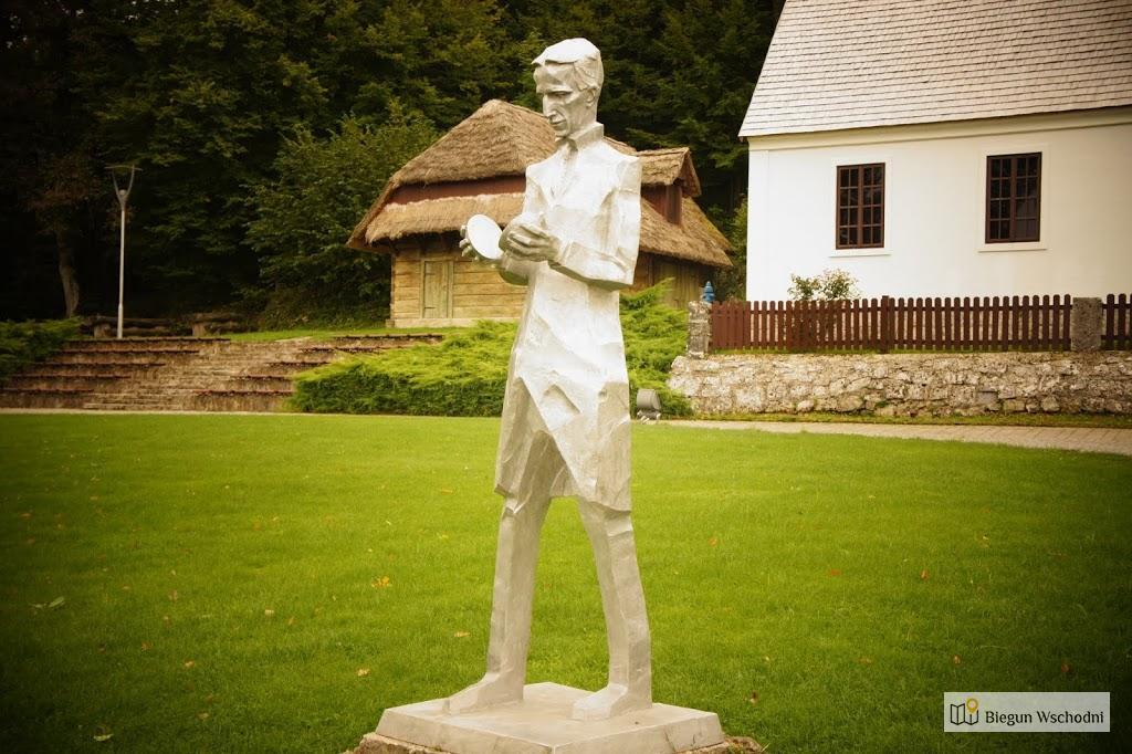 Atrakcje Chorwacji: Smiljan, pomnik i dom Nikola Tesli