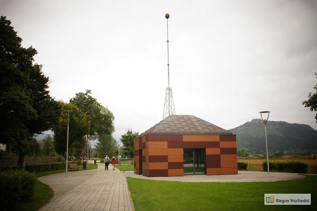 Atrakcje Chorwacji: Smiljan, kopia laboratorium Nikola Tesli, w którym pracował nad bezprzewodowym przepływem prądu