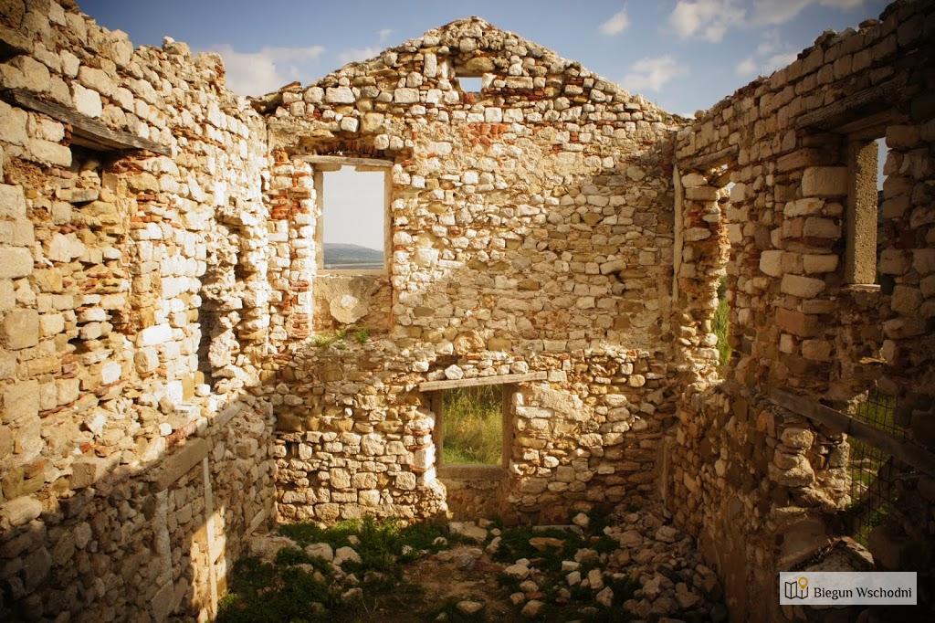 Pozostałości starego miasta Pag na wyspie Pag, atrakcje Chorwacji