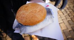 Tradycyjna Potrawa W Hamburgu - Backfischbrotchen - Bułka Z Rybą Na Wiele Sposobów