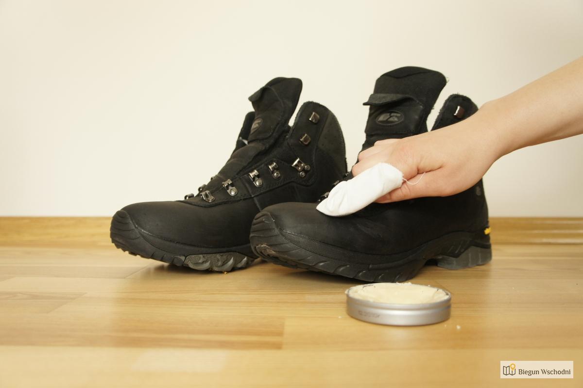 Skuteczna impregnacja butów metodą tłuszczową. Woskowanie