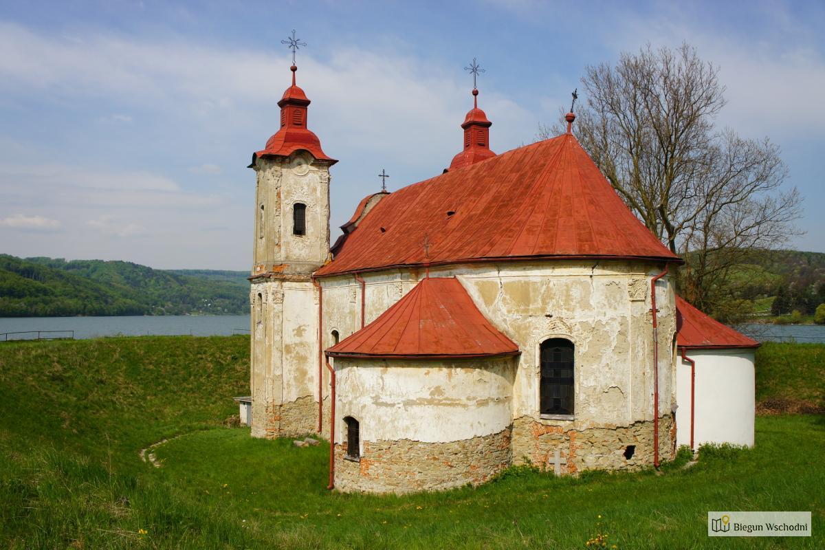 Kościół nad zalewem Domasa