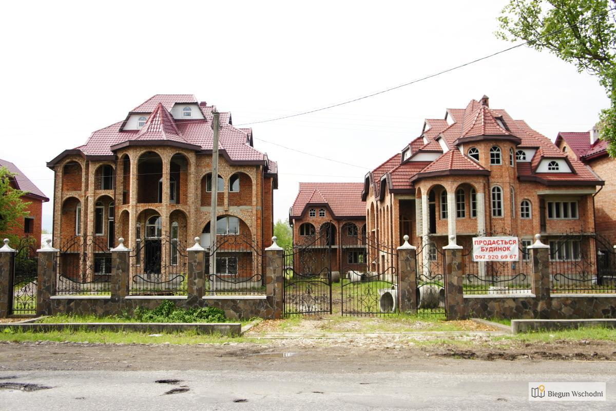 Cygańskie wille w miejscowości Sołotwino
