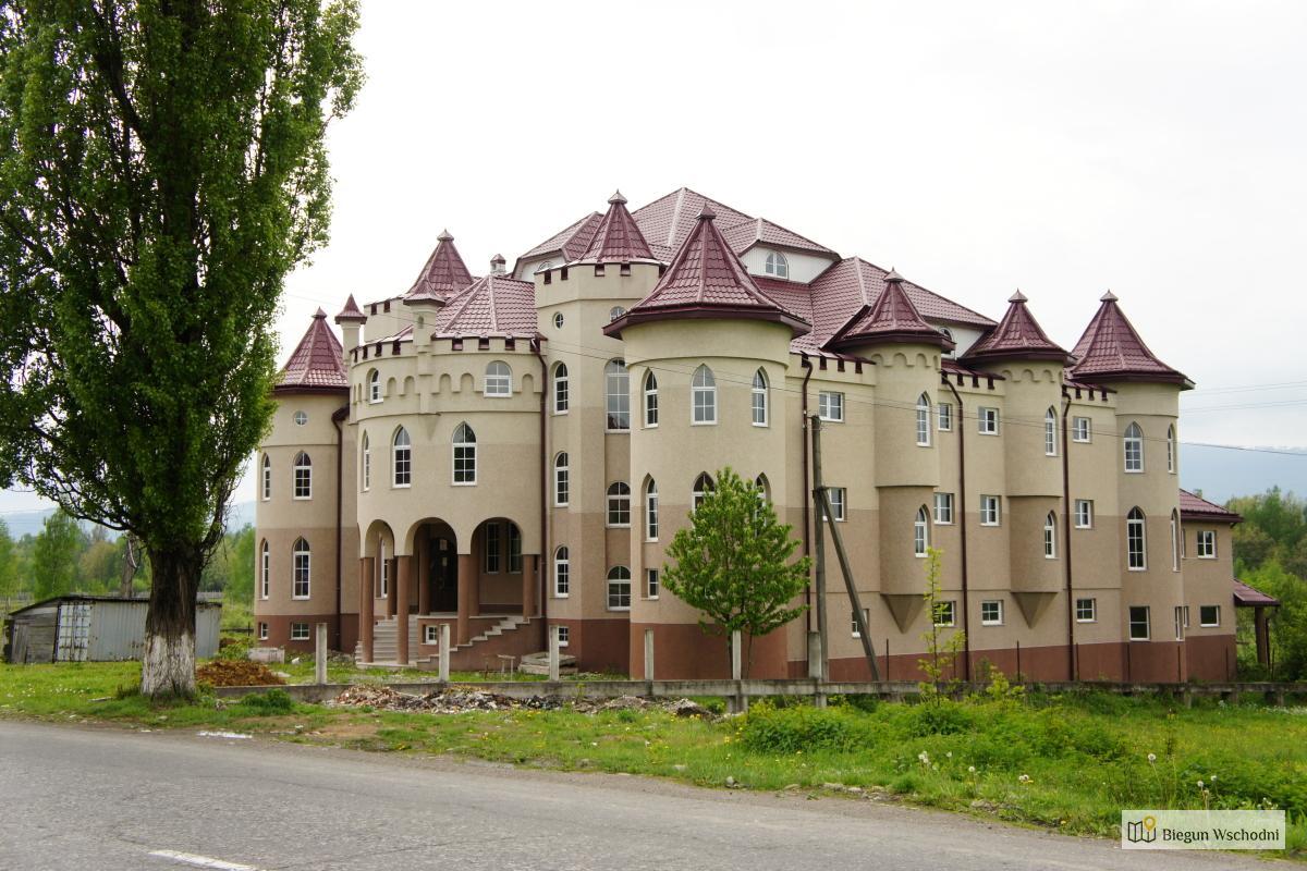 Cygański zamek we wsi Sołotwino