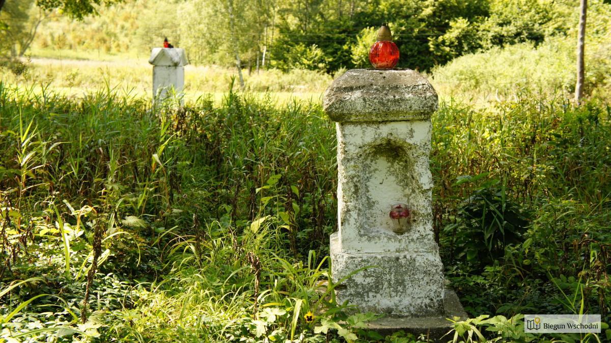 Bieszczady na rowerze. Pozostałości po cmentarzu w Prełukach