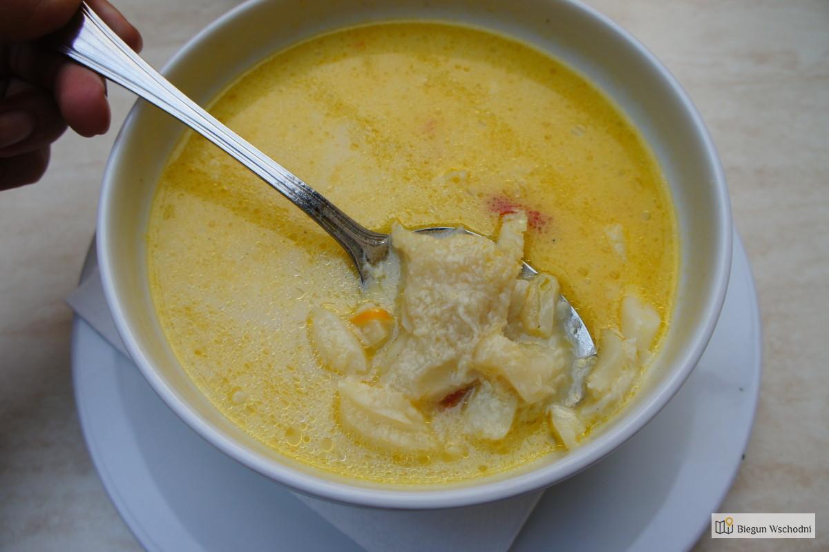 Ciorbă de burtă - zupa z flakami - co zjeść w Rumunii