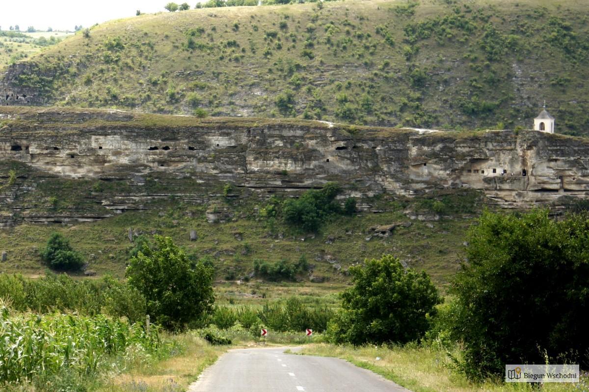 Stare Orhei - klasztor wykuty w skale