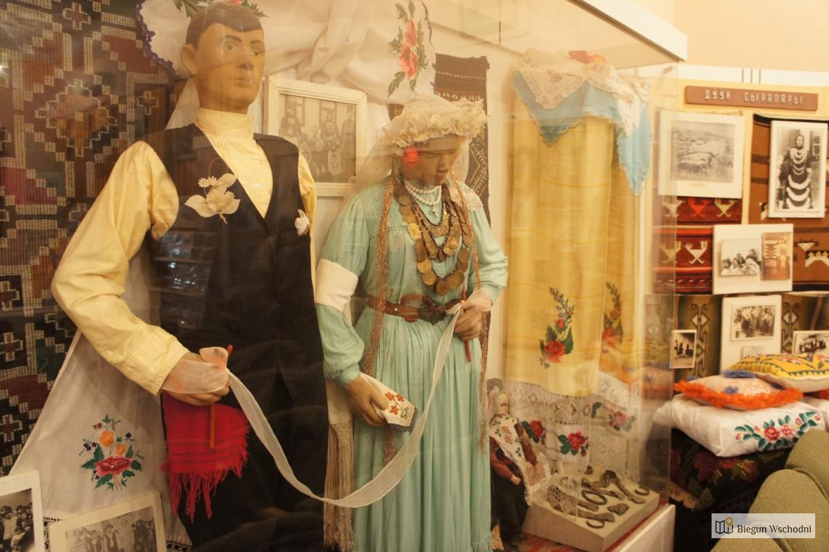 Gagauskie stroje weselne. Muzeum w Besalmie