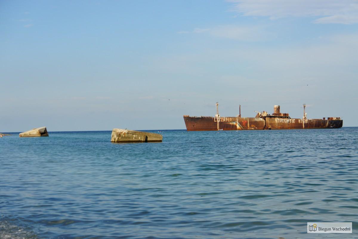 Wrak statku w Costinesti. Rumunia. Morze Czarne