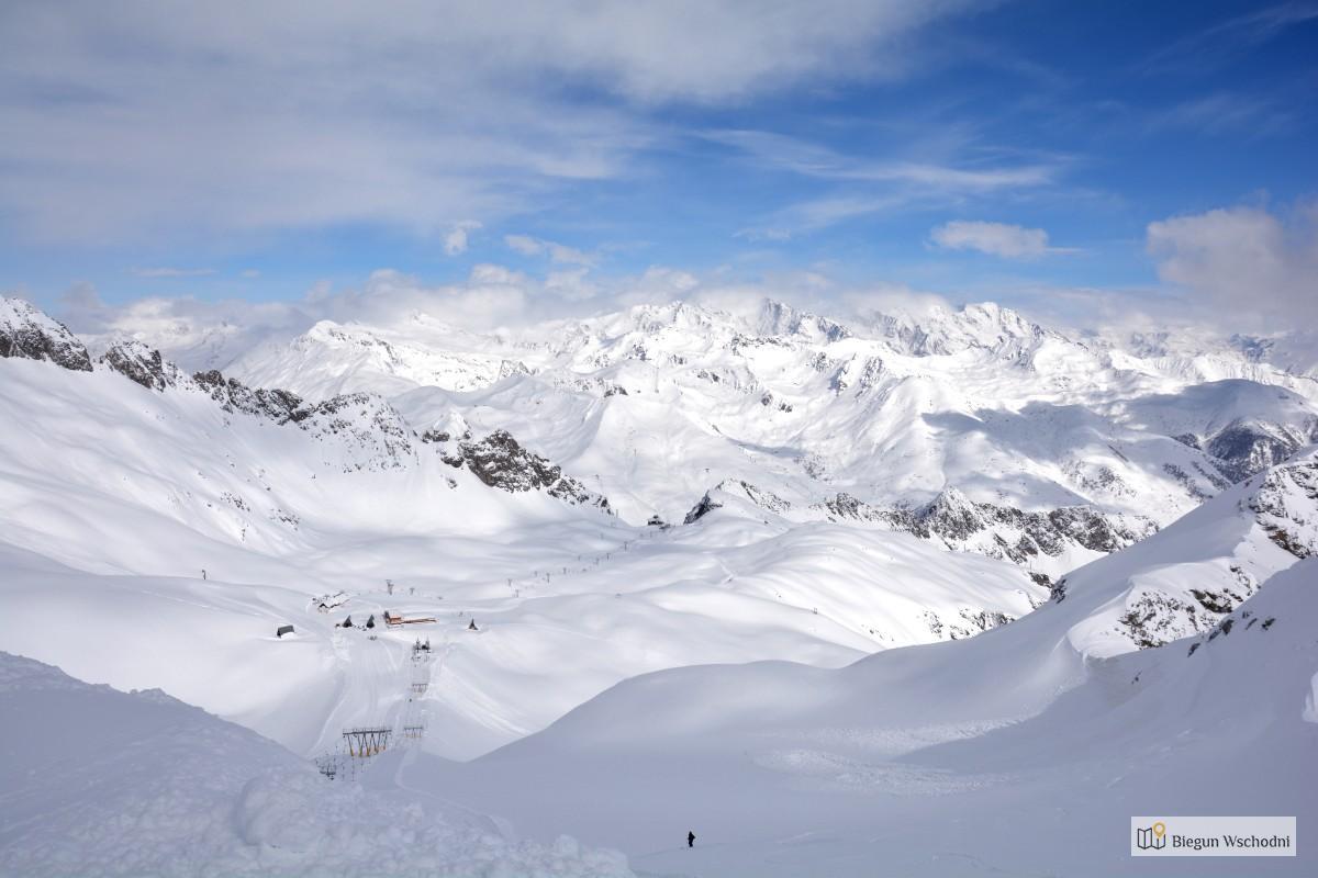 Na narty z biurem podróży czy samemu