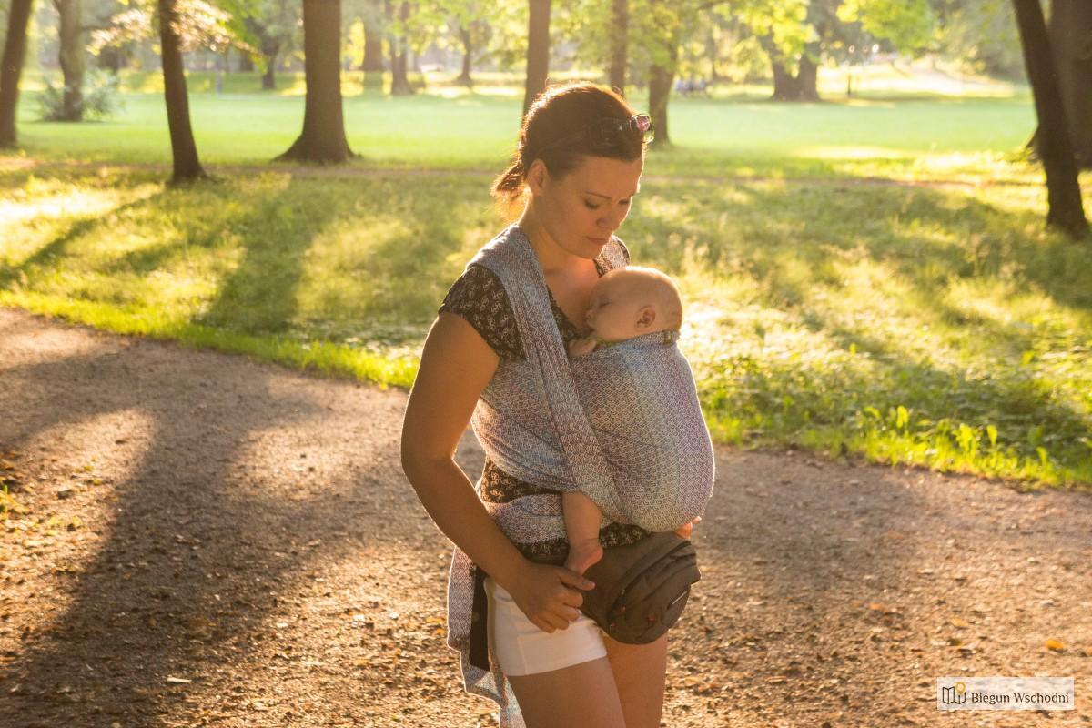 Jaką Chustę Do Noszenia Dzieci Kupić – Praktyczny Poradnik