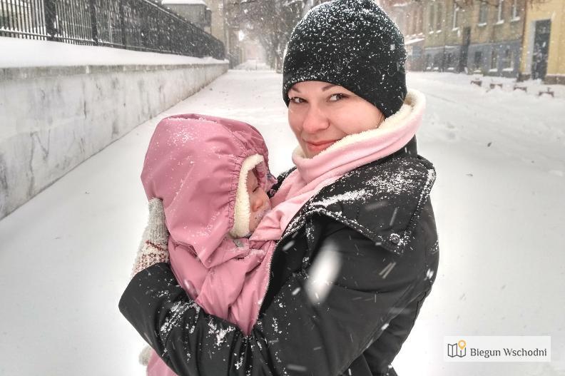 Noszenie Dziecka W Chuście Zimą. Kurtka Dla Dwojga Czy Ocieplacz?