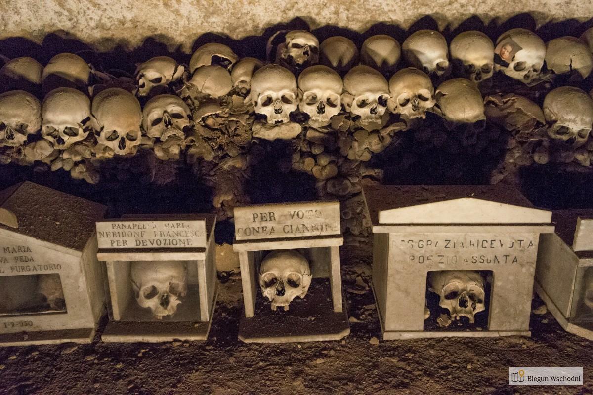 Cmentarz Fontanelle. Najmroczniejsze Miejsce W Neapolu