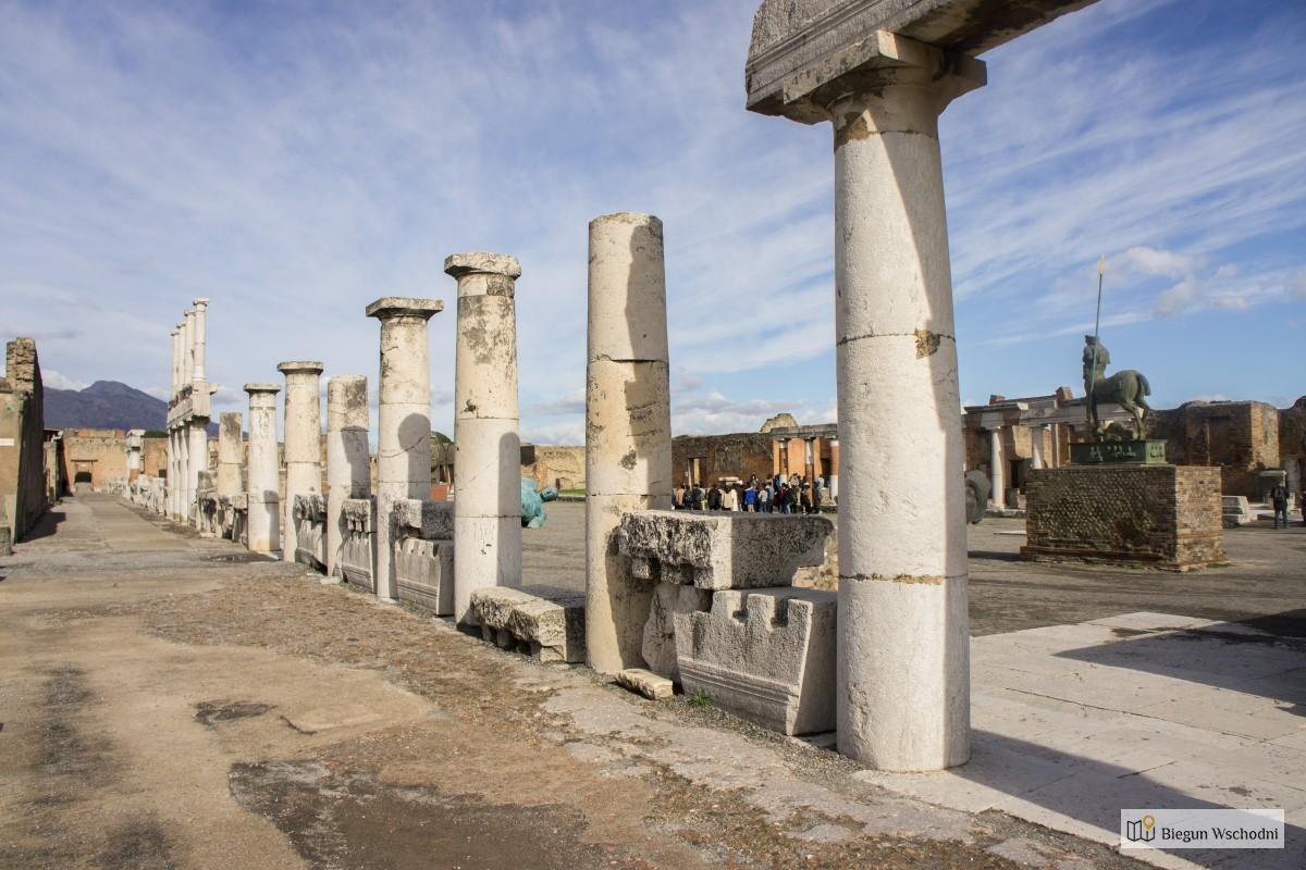 Pompeje - co zobaczyć - forum romanum