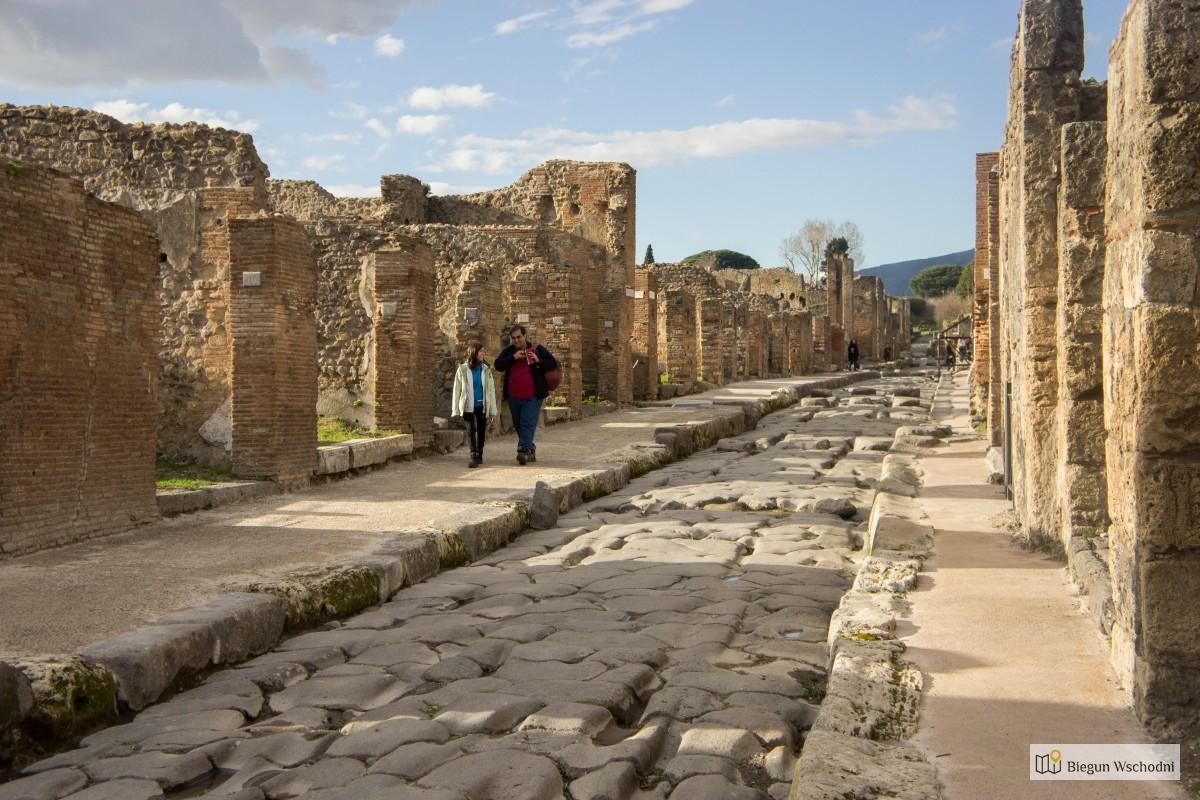 Co zobaczyć w Pompejach - przewodnik - koleiny