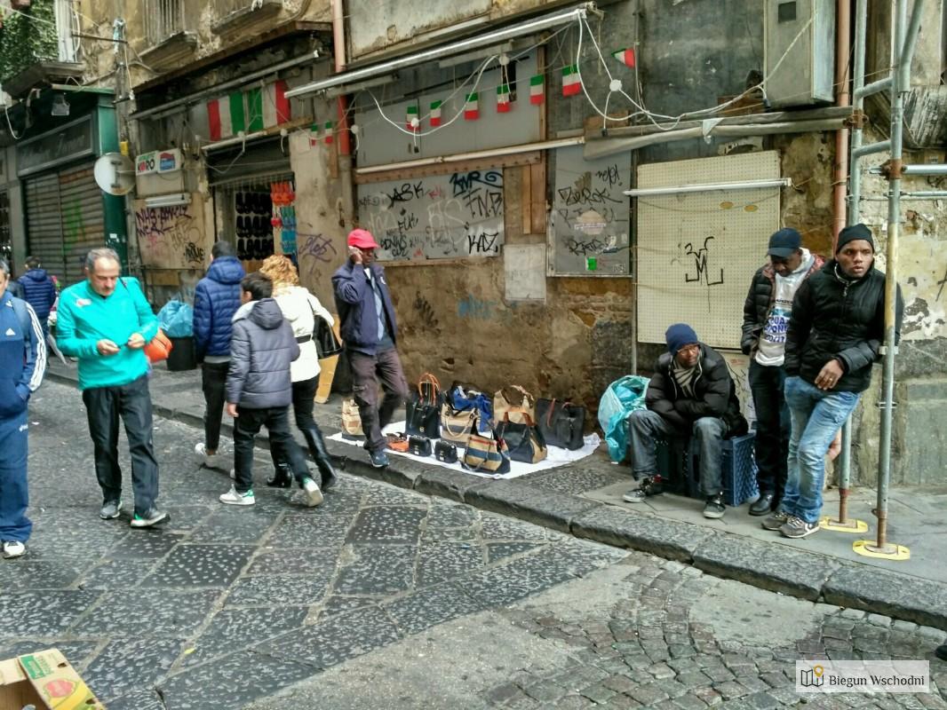 Spacerem po Neapolu - sprzedawcy uliczni