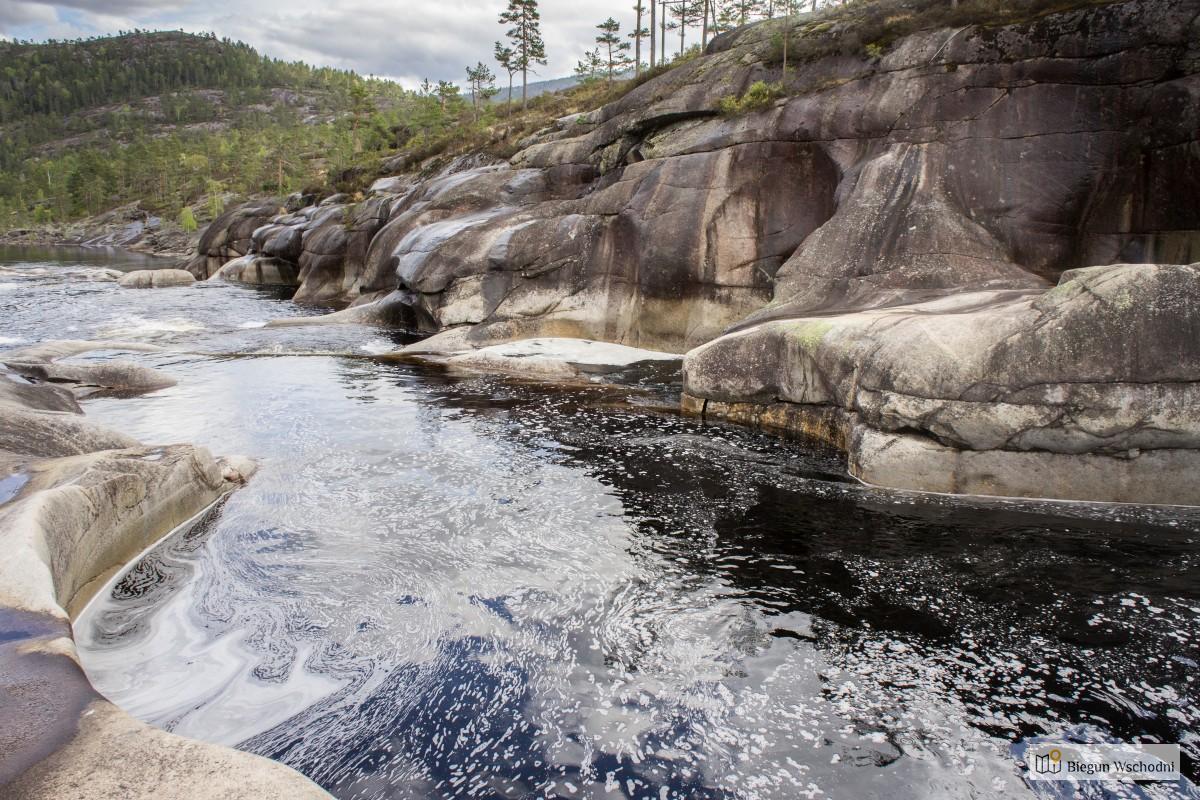 Atrakcje Norwegii, które warto zobaczyć - Jettegrytene, naturalny park wodny