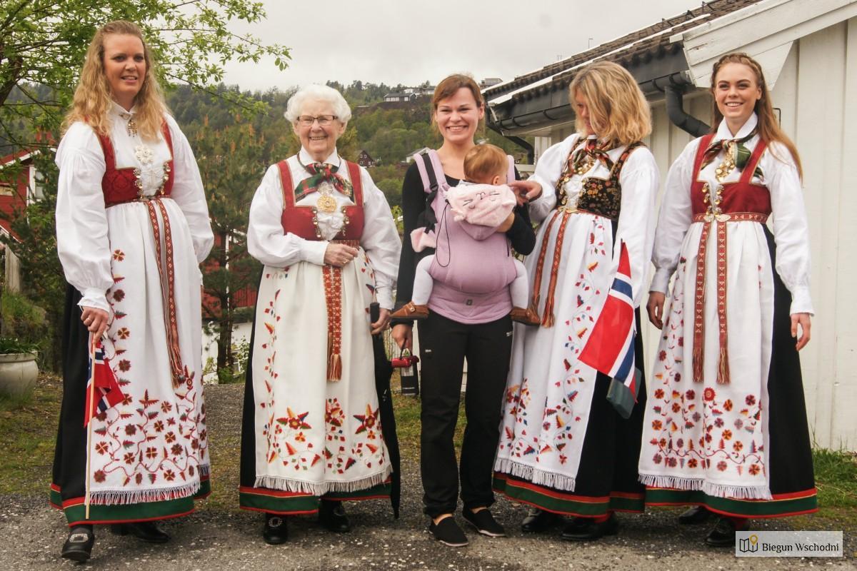 Prywatny przewodnik po Norwegii - obchody święta flagi
