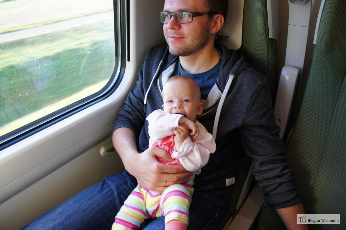 Podróż z niemowlakiem i małym dzieckiem pociągiem