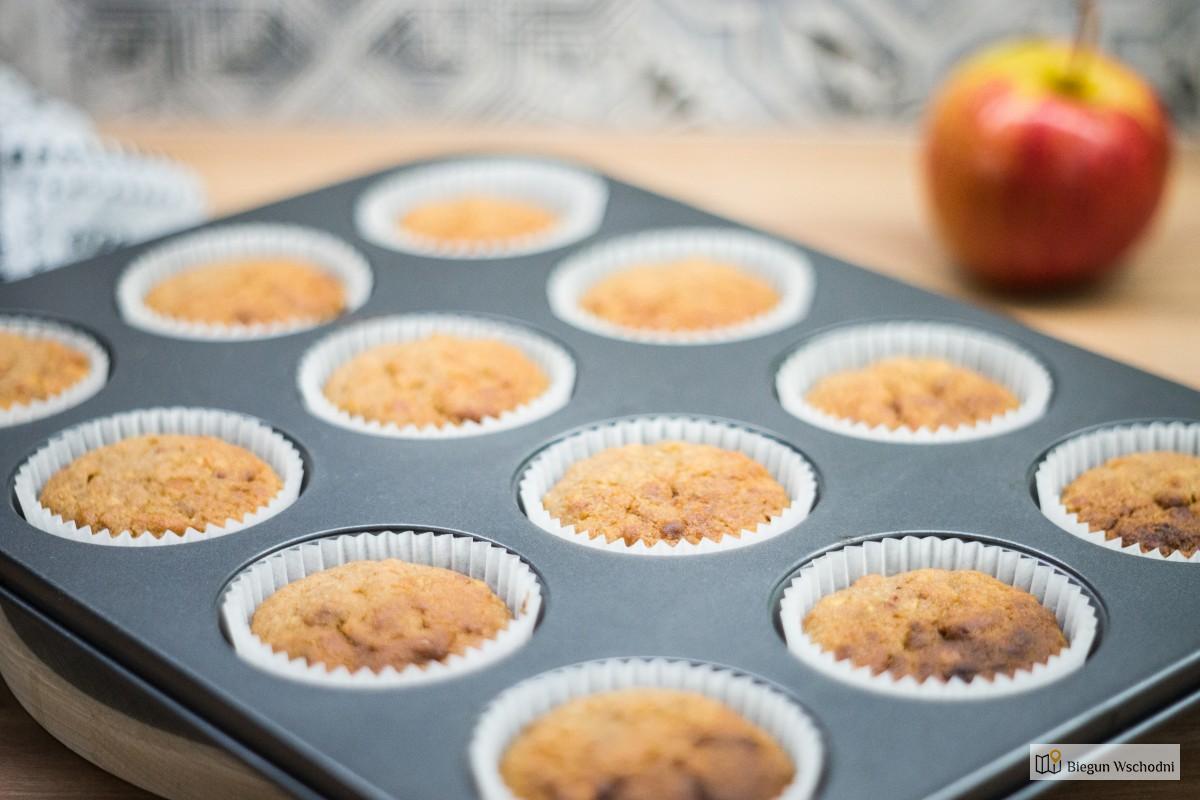 Zdrowe przekąski dla dzieci, żywienie dzieci - muffinki orkiszowe bez jogurtu z jabłkami