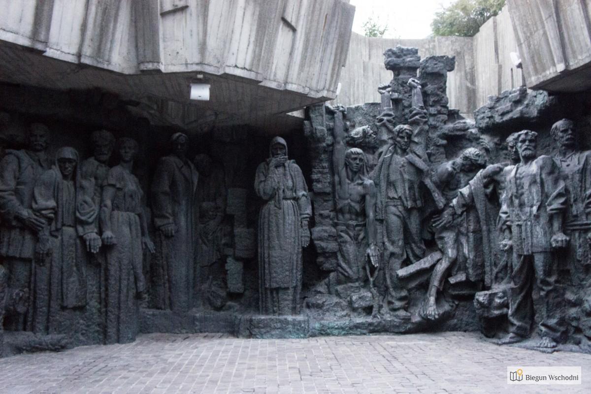 Weekend w Kijowie, największe atrakcje - Pomnik Motherland, muzeum militarne